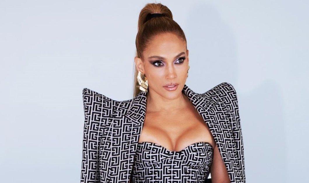 Η Jennifer Lopez, το απόλυτο fashion icon: Με ασπρόμαυρο αποκαλυπτικό σύνολο Balmain - Τα νύχια της, όμως, πρέπει να δείτε! (φωτό) - Κυρίως Φωτογραφία - Gallery - Video