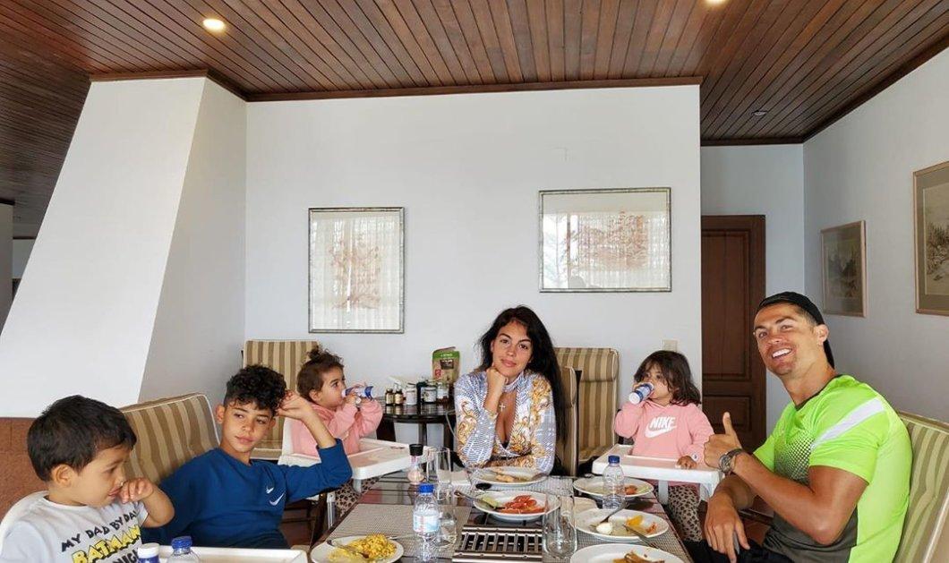Ο Κριστιάνο Ρονάλντο με τα 4 παιδιά του & την Τζορτζίνα του – Τρυφερές οικογενειακές στιγμές για τον μεγαλύτερο άσσο του ποδοσφαίρου   - Κυρίως Φωτογραφία - Gallery - Video
