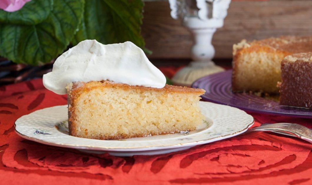 Ένα υπέροχο γλυκό ταψιού από τον Στέλιο Παρλιάρο - Σιροπιαστό κέικ με λεμόνι  - Κυρίως Φωτογραφία - Gallery - Video