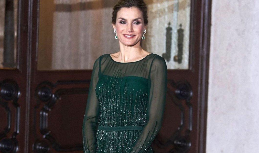 Η κόκκινη δερμάτινη Hugo Boss φούστα της βασίλισσας Λετίσια είναι ό,τι πιο στυλάτο έχουμε δει φέτος - Απίθανος συνδυασμός με λευκό τοπ & γόβα στιλέτο (φωτό) - Κυρίως Φωτογραφία - Gallery - Video