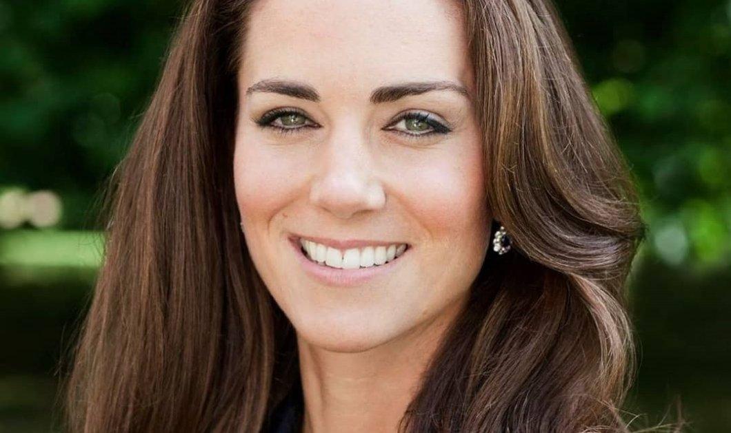 Σαν παρουσιάστρια ειδήσεων με κόκκινο σακάκι η πριγκίπισσα Kate: On camera, διαβάζοντας το autocue, ευχαριστεί όσους μοιράστηκαν τις στιγμές τους από το lockdown (βίντεο)  - Κυρίως Φωτογραφία - Gallery - Video