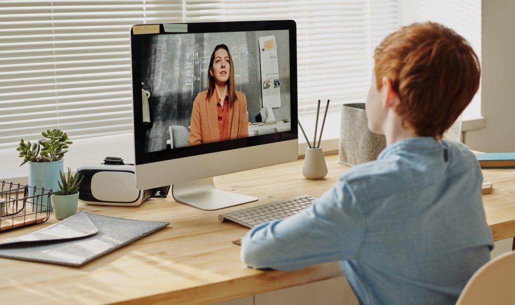 Κορωνοϊός: Στα ηλεκτρονικά «θρανία» από σήμερα & οι μαθητές δημοτικών & νηπιαγωγείων (Φωτό)  - Κυρίως Φωτογραφία - Gallery - Video