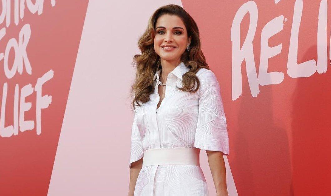 Το απαράμιλλο στυλ της βασίλισσας Ράνια της Ιορδανίας: Πως συνδυάζει την παράδοση με υπερμοντέρνες τάσεις, κάπες, εφαρμοστά ρούχα & μοναδικά σεμιζιέ (φωτό) - Κυρίως Φωτογραφία - Gallery - Video
