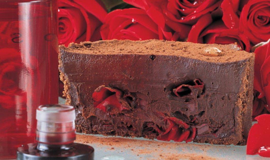 Ο Στέλιος Παρλιάρος μας προτείνει ένα σπέσιαλ γλυκό - Τάρτα σοκολάτα με ροδόνερο Χίου - Κυρίως Φωτογραφία - Gallery - Video