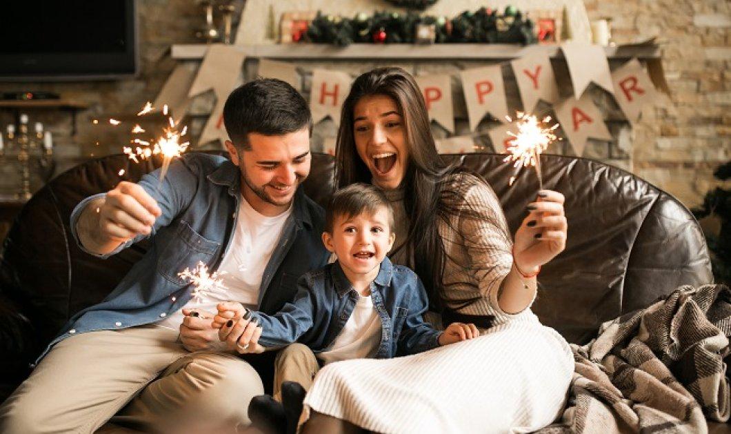 Ρεβεγιόν με επιτραπέζια και Skype - Έξι ιδέες για μια οικογενειακή Πρωτοχρονιά στο σπίτι - Κυρίως Φωτογραφία - Gallery - Video