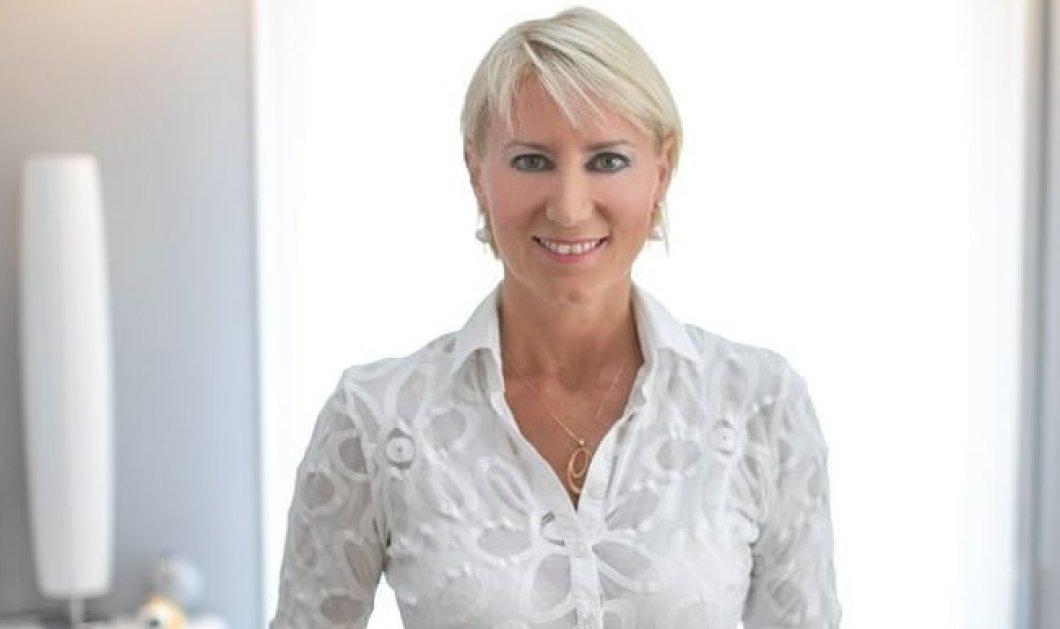 Νατάσα Καραμανλή με ξανθό- στάχυ μαλλί, πουκάμισο που διαγράφει το καλογυμνασμένο σώμα της - Μιλάει για τις αξίες της οικογένειας (φωτό)  - Κυρίως Φωτογραφία - Gallery - Video