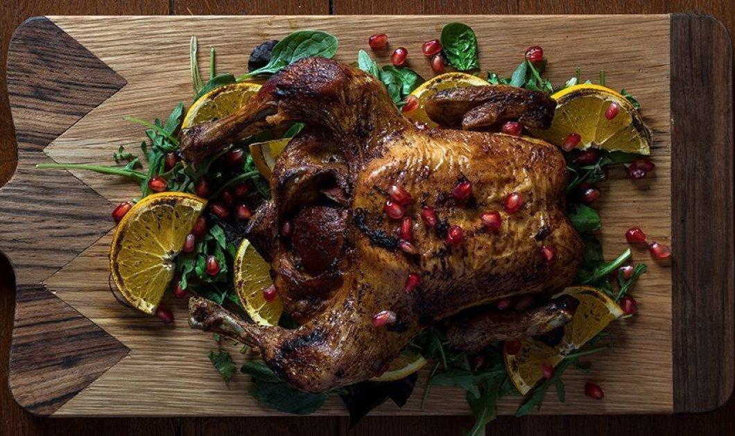 O Άκης Πετρετζίκης μας προτείνει μια μοναδική συνταγή - Ψητό κοτόπουλο με χριστουγεννιάτικα μπαχαρικά  - Κυρίως Φωτογραφία - Gallery - Video