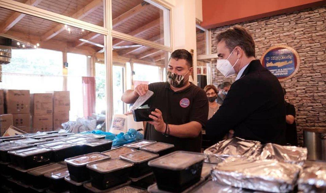 Στο Κερατσίνι & στην ταβέρνα ''Κρητικός'' ο Κυριάκος Μητσοτάκης - Μοίρασε 700 μερίδες φαγητό σε άπορες οικογένειες (φωτό) - Κυρίως Φωτογραφία - Gallery - Video