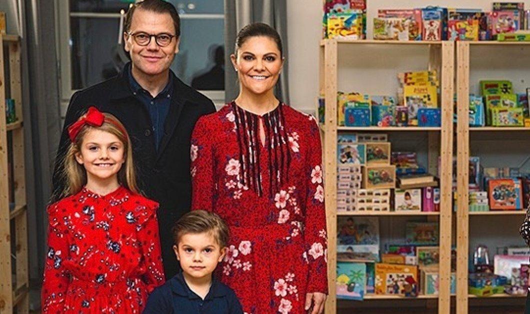 """Ασορτί κόκκινα floral φορέματα η πριγκίπισσα Βικτώρια της Σουηδίας με την κόρη της- Σε """"επίσημο black"""" στυλ οι άνδρες της οικογένειας (φωτό) - Κυρίως Φωτογραφία - Gallery - Video"""