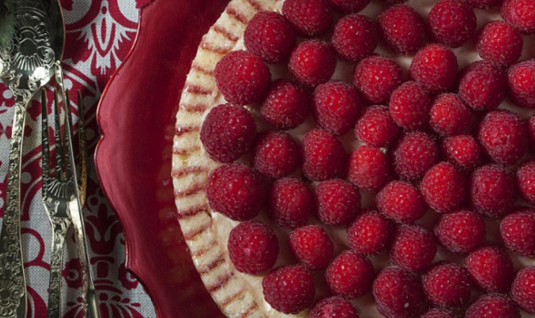 Ο Στέλιος Παρλιάρος δημιουργεί: Ριγωτή τούρτα με σμέουρα -  Το κόκκινο είναι το χρώμα της γιορτής  - Κυρίως Φωτογραφία - Gallery - Video