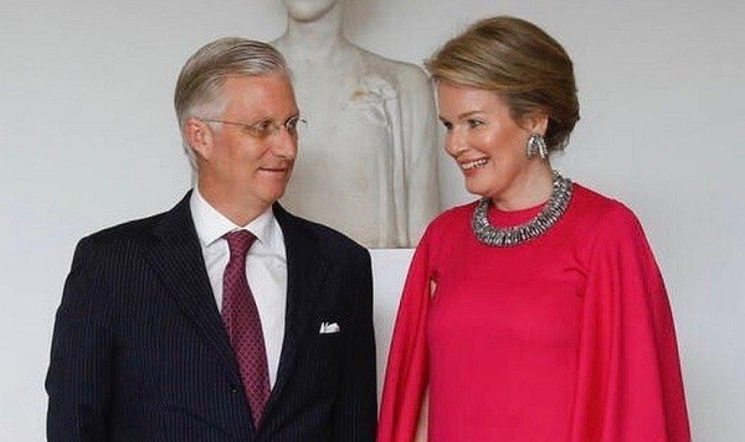 Μια τρυφερή στιγμή: Ο βασιλιάς Φίλιππος και η βασίλισσα Ματθίλδη όταν ήταν ακόμα αρραβωνιασμένοι - Αγνώριστος ο τότε Δούκας του Brabant (φωτό) - Κυρίως Φωτογραφία - Gallery - Video