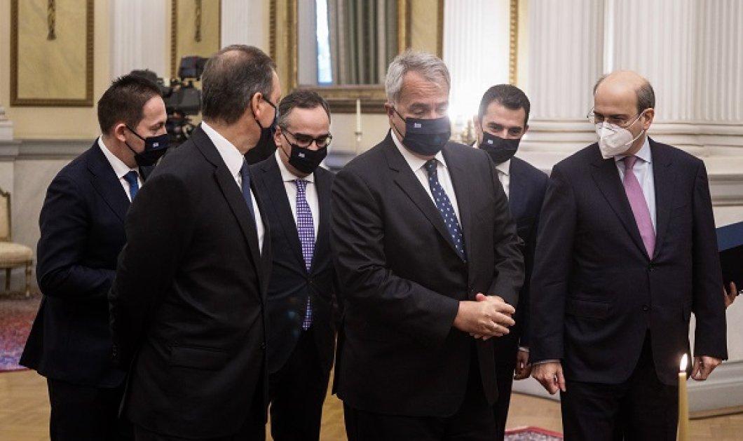 Οι πράσινες, οι μωβ, οι μπλε, οι θαλασσιές σου οι γραβάτες - Όλοι οι υπουργοί με μπλε σκούρο κοστούμι σαν στολή, ευτυχώς με άλλες γραβάτες (φωτό) - Κυρίως Φωτογραφία - Gallery - Video