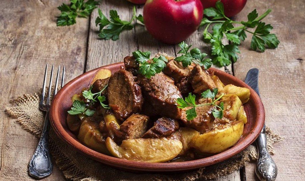 Ο Δημήτρης Σκαρμούτσος έχει το τέλειο πιάτο: Γλυκόξινο χοιρινό με μήλα στην κατσαρόλα - Κυρίως Φωτογραφία - Gallery - Video