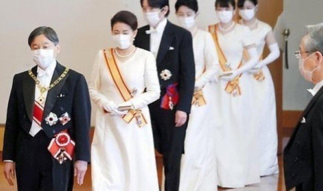Σύσσωμη η οικογένεια των Αυτοκρατόρων της Ιαπωνίας στις Πρωτοχρονιάτικες ευχές: Τα λευκά, σαν νυφικά, φορέματα, οι πέρλες & τα γάντια (φωτό) - Κυρίως Φωτογραφία - Gallery - Video