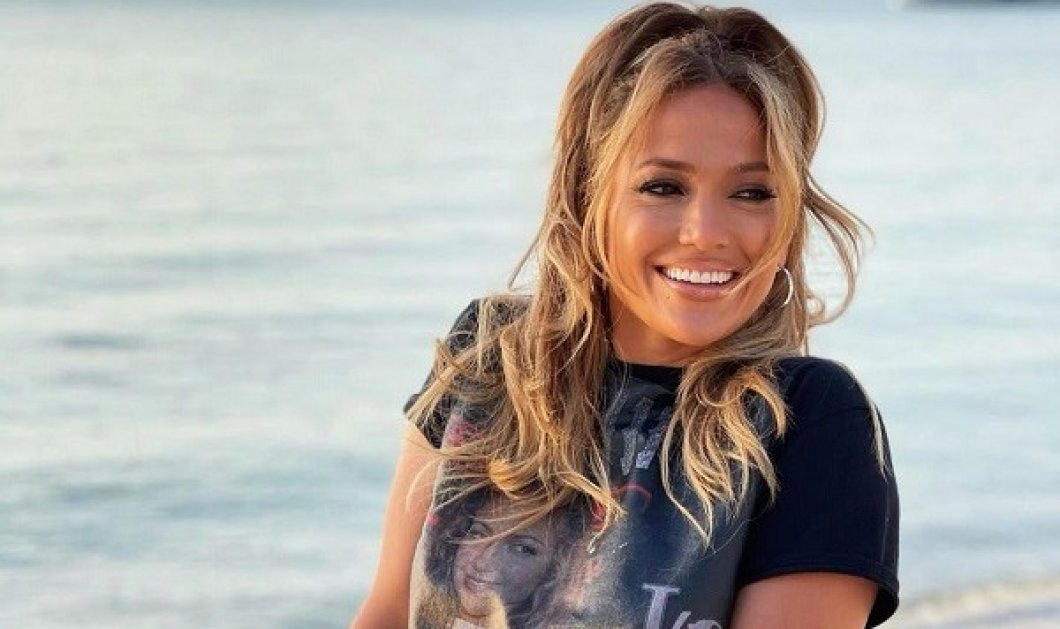 Jennifer Lopez: 20 χρόνια από το Love Don't Cost a Thing! - Περπατά στην παραλία και πετά τα πολύτιμα αξεσουάρ της, όπως στο video clip (φωτό & βίντεο) - Κυρίως Φωτογραφία - Gallery - Video