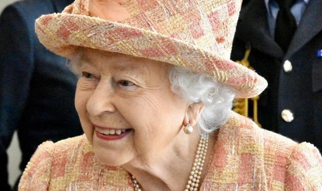 «Θα βρεθούμε ξανά»: Το πρωτοχρονιάτικο μήνυμα της βασίλισσας Ελισάβετ & οι 4 στιγμές που θα θυμάται από το 2020 (φωτό)  - Κυρίως Φωτογραφία - Gallery - Video
