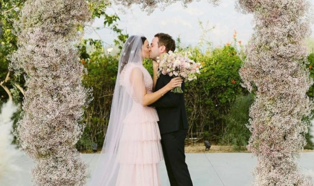 19 διάσημες που δεν έβαλαν λευκό νυφικό στον γάμο τους, αλλά κάτι άλλο - Τα ροζ, μαύρα, χρωματιστά φορέματα (φωτό) - Κυρίως Φωτογραφία - Gallery - Video