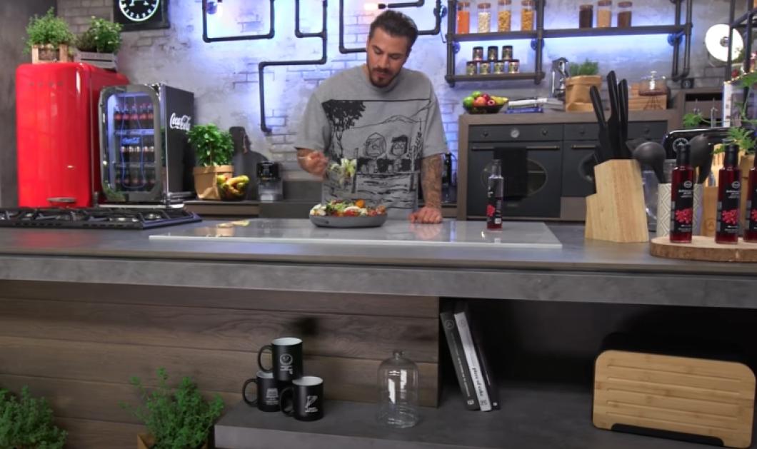 Ο Άκης Πετρετζίκης φτιάχνει ένα ελαφρύ πιάτο - Σαλάτα με γλυκοπατάτες και μανιτάρια(βίντεο) - Κυρίως Φωτογραφία - Gallery - Video