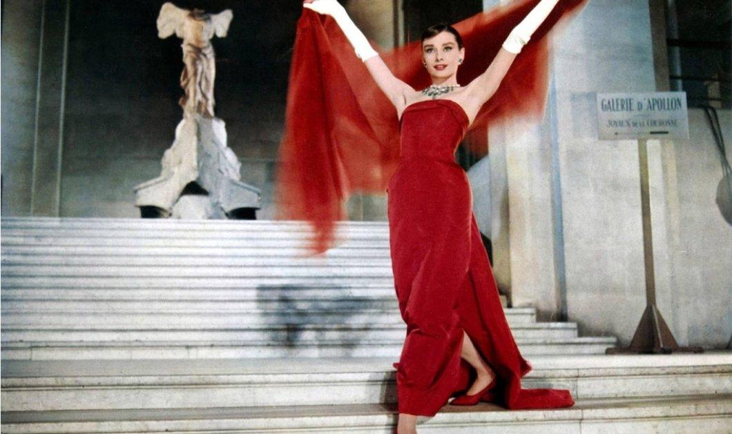 Ωδή στη μόδα: 23 ονειρικά κόκκινα φορέματα που έγραψαν ιστορία στον κινηματογράφο - Από την εντυπωσιακή τουαλέτα της Audrey Hepburn μέχρι τα σέξι βραδινά της Romy Schneider & της Julia Roberts (φώτο)  - Κυρίως Φωτογραφία - Gallery - Video