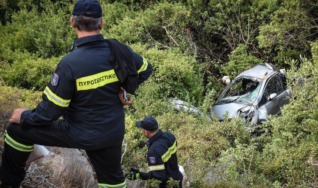 Θρίλερ στην Κερατέα : Αυτοκίνητο έπεσε στο γκρεμό στην Κακιά Θάλασσα - Χωρίς τις αισθήσεις του ανασύρθηκε ο οδηγός (βίντεο) - Κυρίως Φωτογραφία - Gallery - Video