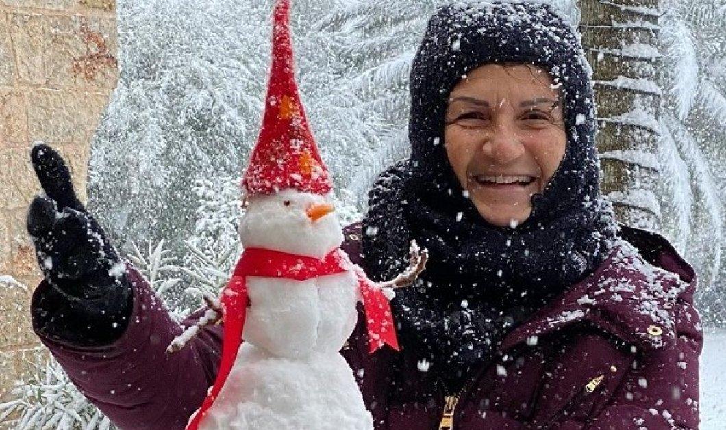 Η Άλκηστις Πρωτοψάλτη μένει για πάντα παιδί! Έφτιαξε έναν μικρό χιονάνθρωπο, με κόκκινο σκούφο και κασκόλ (φωτό) - Κυρίως Φωτογραφία - Gallery - Video