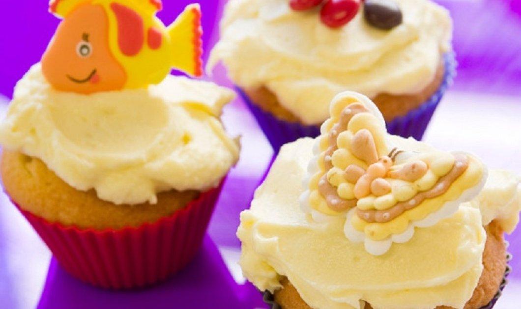 Cupcakes με τυρί κρέμα : Το καλύτερο κέρασμα για  φίλους & παιδιά - Μόνο ο Στέλιος Παρλιάρος θα δημιουργούσε αυτόν τον τέλειο συνδυασμό  - Κυρίως Φωτογραφία - Gallery - Video