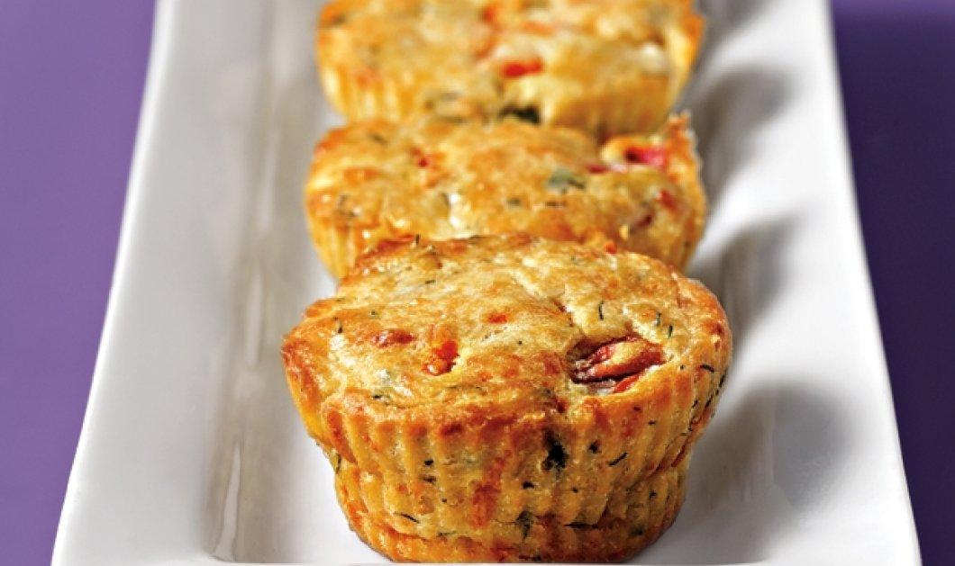 Η Αργυρώ Μπαρμπαρίγου μαγειρεύει Μίνι muffins με φέτα και πιπεριά - Ιδανική επιλογή για σνακ - Κυρίως Φωτογραφία - Gallery - Video
