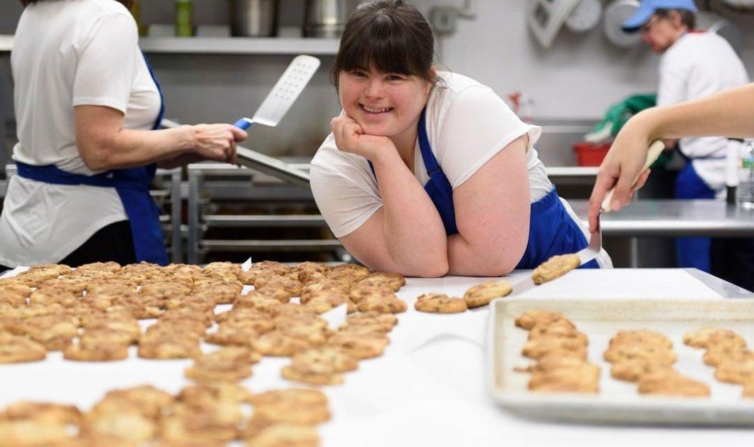 Συγκινητική ιστορία: 30χρονη με σύνδρομο Down άνοιξε το δικό της μαγαζί με μπισκότα - Κανείς δεν την προσλάμβανε για δουλειά (φωτό) - Κυρίως Φωτογραφία - Gallery - Video