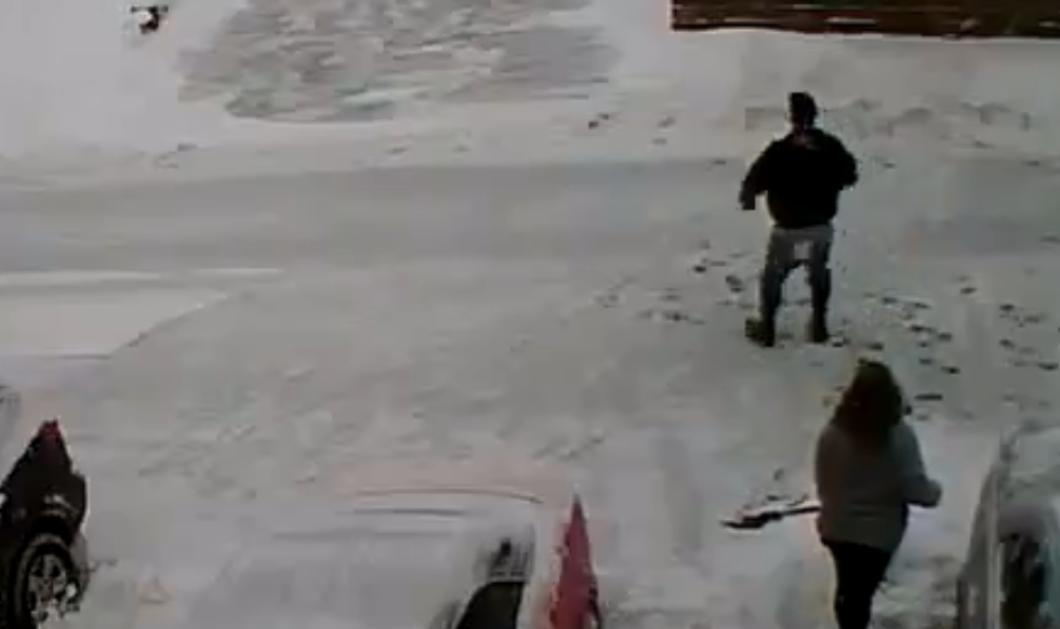 Για ασήμαντη αφορμή όπλισε το τουφέκι του και σκότωσε τους γείτονές του εν ψυχρώ - Στην μέση του δρόμου, για το χιόνι  - Κυρίως Φωτογραφία - Gallery - Video