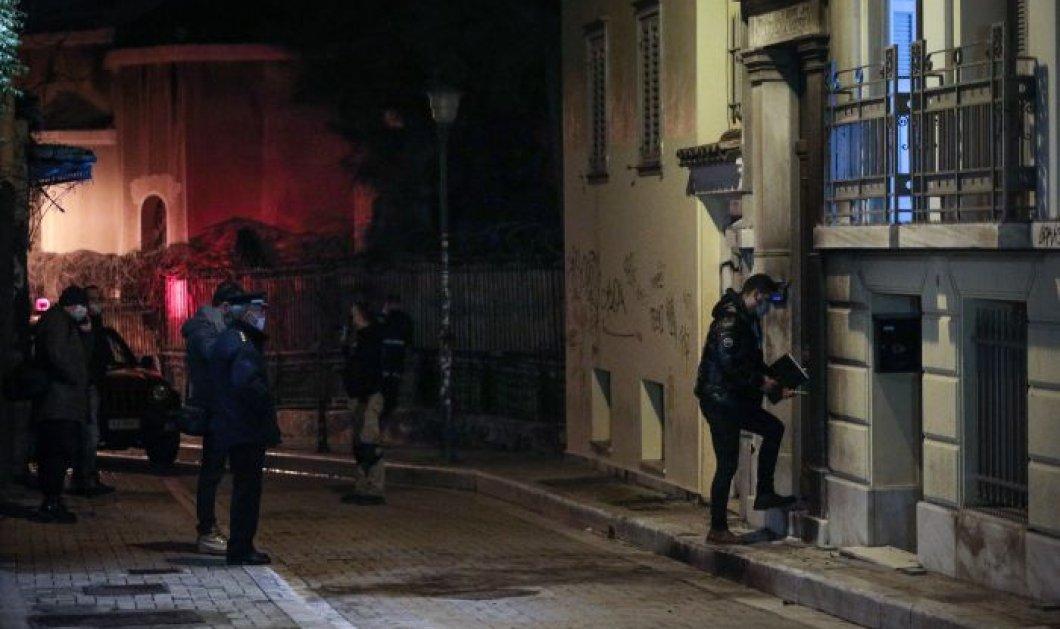 Επίθεση με γκαζάκια στο κτίριο όπου στεγαζόταν η εταιρεία Zeus+Dione -  ''Ήρθε η ώρα να αναλάβουν όλοι τις ευθύνες τους'' (φωτό) - Κυρίως Φωτογραφία - Gallery - Video