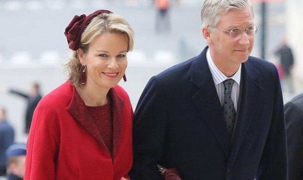Οι βασίλισσες βάζουν φωτιά στα κόκκινα: Τα outfits της Mathilde του Βελγίου που ντύνεται μόνιμα στο χρώμα της φωτιάς, την ακολουθεί η Maxima της Ολλανδίας (φωτό) - Κυρίως Φωτογραφία - Gallery - Video