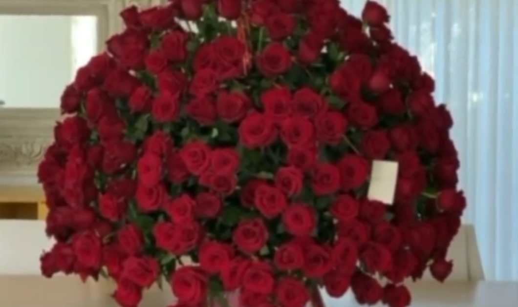 Ποιος διάσημος αρραβωνιαστικός πρόσφερε τη μεγαλύτερη ανθοδέσμη με τριαντάφυλλα στην αγαπημένη του τραγουδίστρια - Το βίντεο & οι φωτό που έγιναν viral - Κυρίως Φωτογραφία - Gallery - Video
