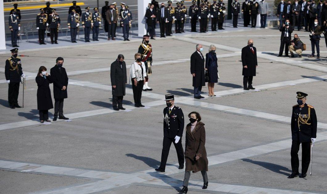 Η Δούκισσα της Κορνουάλης με μπλε μαντό -  Μεταξωτό σαντούκ - Black & white για την Πρώτη Κυρία της Κύπρου (φώτο-βίντεο) - Κυρίως Φωτογραφία - Gallery - Video