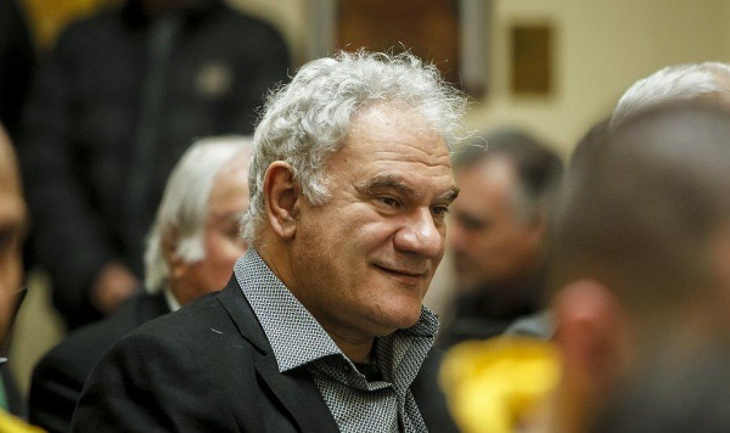 Ο σκηνοθέτης της Πολίτικης Κουζίνας Τάσος Μπουλμέτης: Το άθλιο μηντιακό σύμπαν λέει σε εμάς τους Αστραζεναίους ότι κακώς κάναμε το εμβόλιο - Κυρίως Φωτογραφία - Gallery - Video