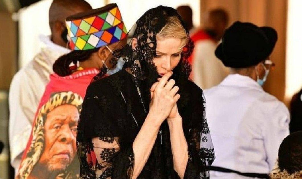 Η πριγκίπισσα Σαρλίν του Μονακό στην κηδεία του βασιλιά Zwelithini  - Με μεταξωτή μαντίλα & υπέρκομψο φόρεμα (φώτο)  - Κυρίως Φωτογραφία - Gallery - Video