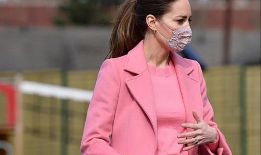 Κέιτ Μίντλεντον: Απίστευτη εμφάνιση με ροζ παλτό & matching πουλόβερ - Το παντελόνι καμπάνα, τελευταία λέξη της μόδας (φωτό) - Κυρίως Φωτογραφία - Gallery - Video