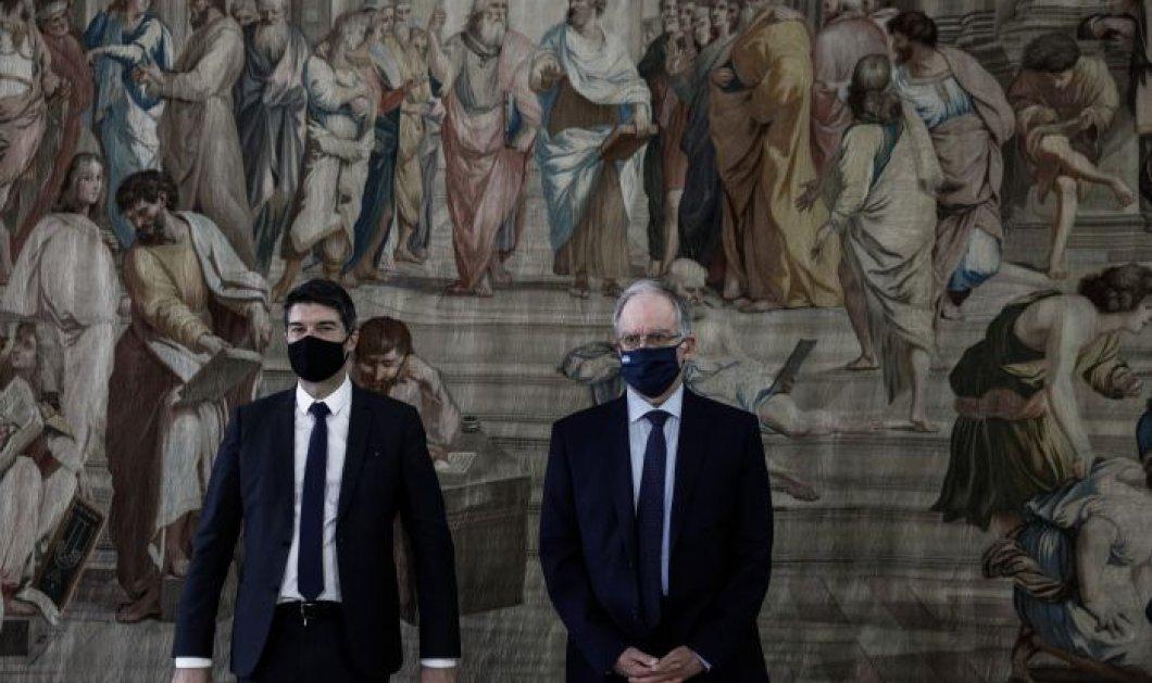 """Επέτειος 25ης Μαρτίου: Έφθασε στην Ελλάδα η ταπισερί """"Σχολή των Αθηνών"""" - Τοποθετήθηκε στην Βουλή (φωτό)  - Κυρίως Φωτογραφία - Gallery - Video"""