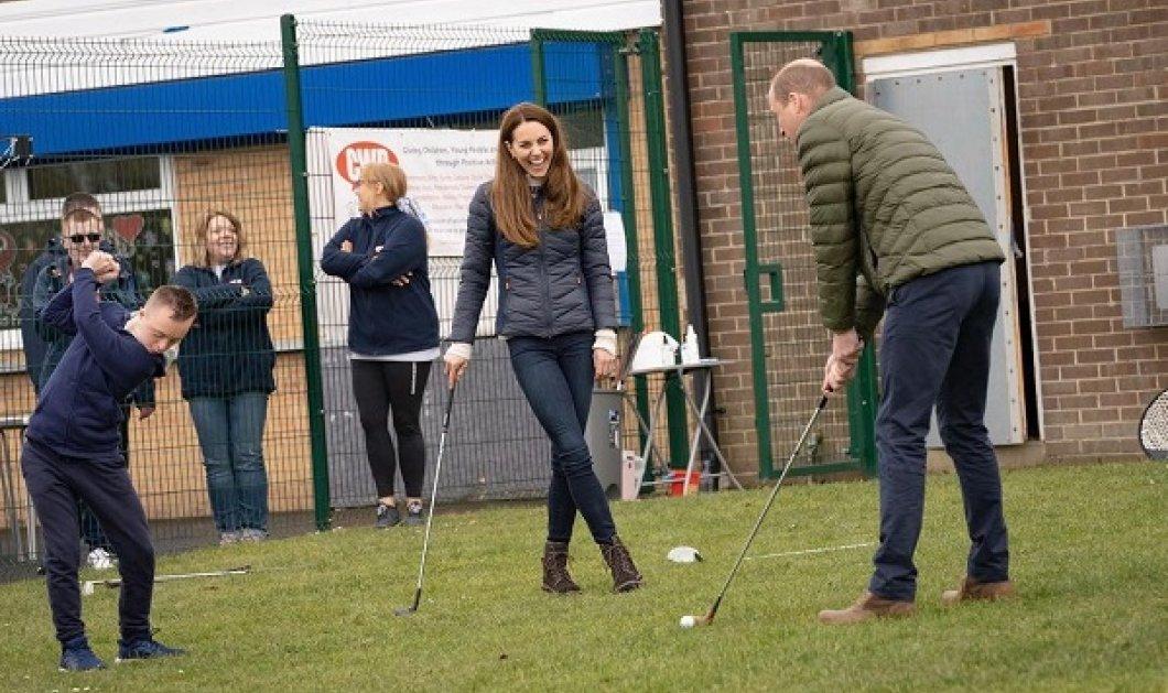 Το κατάφερε το τρακτέρ η Kate Middleton, αλλά με το golf…! Σε φάρμα μαζί με τον πρίγκιπα William λίγο πριν την επέτειό τους (φωτό & βίντεο) - Κυρίως Φωτογραφία - Gallery - Video