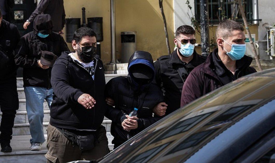 Σωρεία κατηγοριών στον Μένιο Φουρθιώτη απέδωσε ο εισαγγελέας: Ποινική δίωξη για 2 κακουργήματα και 7 πλημμελήματα (βίντεο) - Κυρίως Φωτογραφία - Gallery - Video
