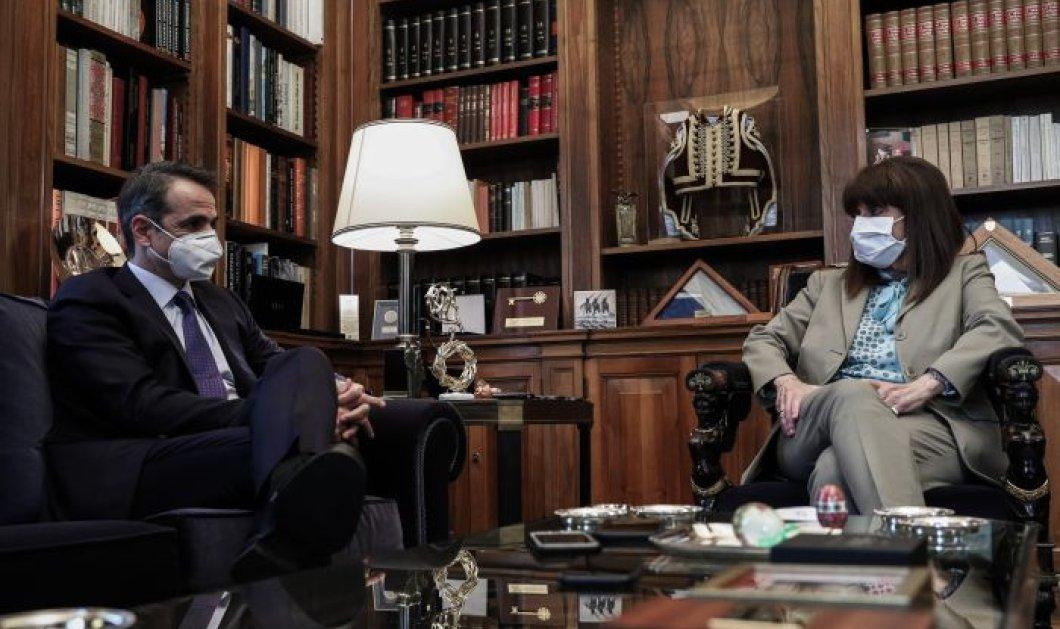 Συνάντηση Σακελλαροπούλου-Μητσοτάκη στο Προεδρικό:  Το Εθνικό Σχέδιο Ανάκαμψης έχει τη δυνατότητα να αναδιατάξει πλήρως το παραγωγικό μοντέλο της χώρας (βίντεο) - Κυρίως Φωτογραφία - Gallery - Video