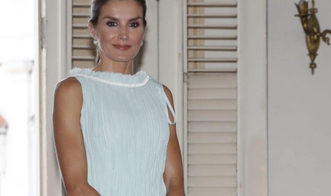 H Βασίλισσα Λετίσια της Ισπανίας με κόκκινο peg trouser, λευκό top με βάτες - Η κομψή εμφάνιση της λεπτότατης Υψηλοτάτης (φωτο)  - Κυρίως Φωτογραφία - Gallery - Video