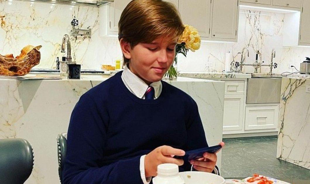Μεγαλώνει ο μικρός γιος της Μαρί Σαντάλ και του πρίγκιπα Παύλου: Η φωτό του Αριστείδη στην υπέροχη, λευκή κουζίνα της μαμάς - Κυρίως Φωτογραφία - Gallery - Video