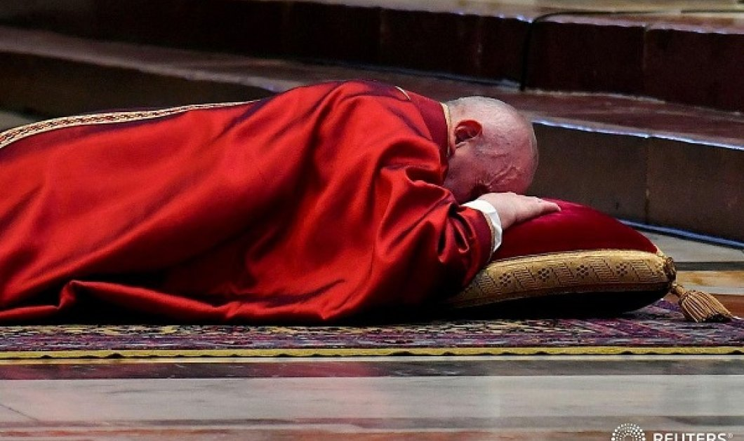 Η εικόνα της ημέρας ενόψει του Καθολικού Πάσχα: Ταπεινός ο Πάπας Φραγκίσκος την Μεγάλη Παρασκευή (βίντεο) - Κυρίως Φωτογραφία - Gallery - Video
