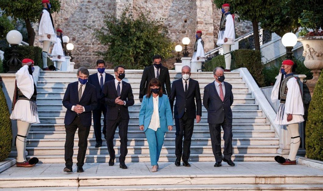 """H μεγάλη γιορτή για τα 40 χρόνια της Ελλάδας στην Ε.Ε. : Εξαίσια πιάτα & κρητική """"πειραγμένη"""" κουζίνα από τον σεφ Γιάννη Μπαξεβάνη (φώτο) - Κυρίως Φωτογραφία - Gallery - Video"""