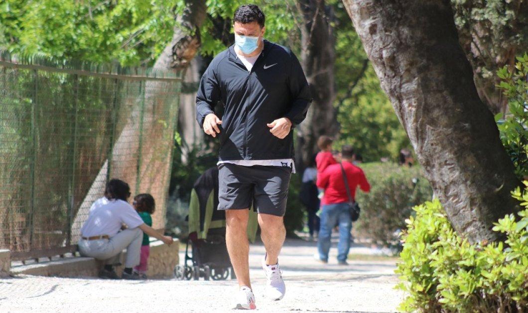 Για τζόκινγκ στον Εθνικό Κήπο ο Βασίλης Κικίλιας - Σε άψογη φόρμα με αθλητικό look ο υπουργός υγείας (φώτο) - Κυρίως Φωτογραφία - Gallery - Video