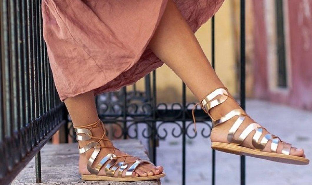 Ancient Greek Sandals: Τα Made in Greece σανδάλια που λατρέψαμε - Μαύρα, ταμπά, λευκά - είναι τα παπούτσια του καλοκαιριού (φωτό) - Κυρίως Φωτογραφία - Gallery - Video