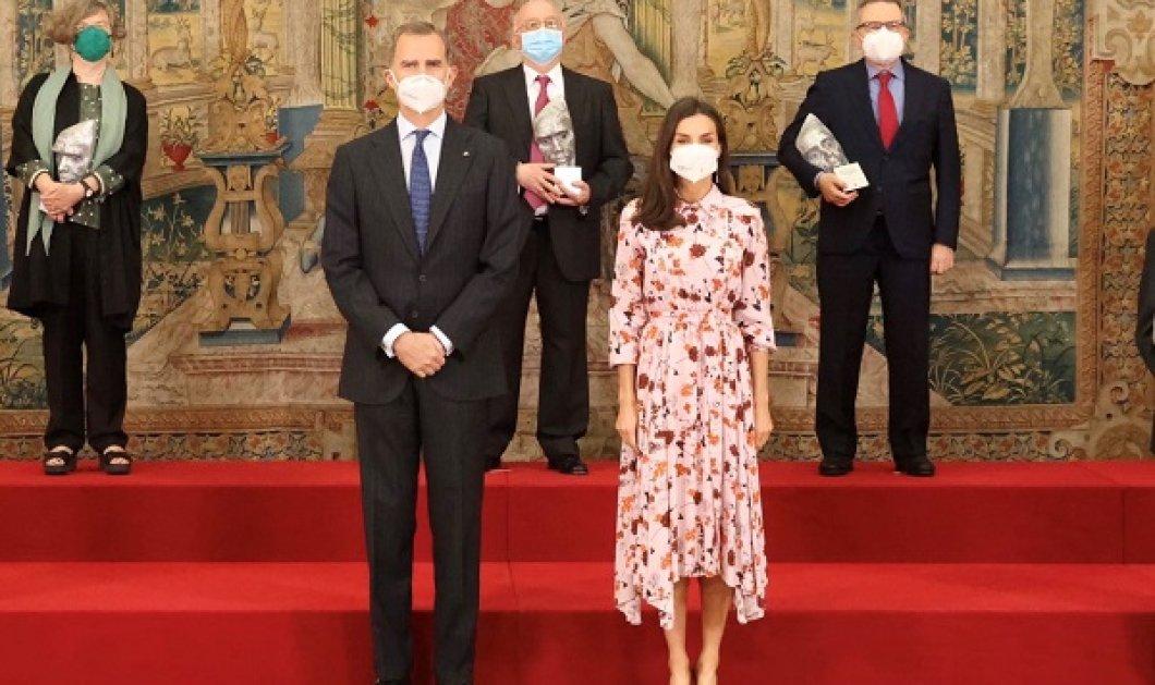 Με ανοιξιάτικο look η βασίλισσα Λετίσια - οικοδέσποινα των Βραβείων Έρευνας με floral Hugo Boss φόρεμα & μπορντό γόβες (φωτό & βίντεο) - Κυρίως Φωτογραφία - Gallery - Video