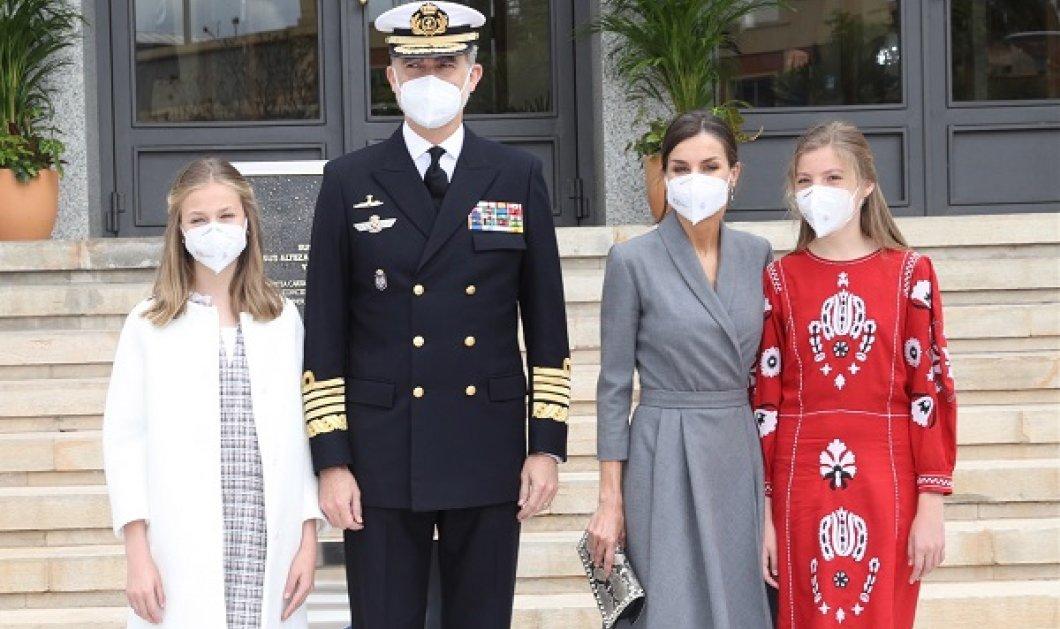 Με τον βασιλιά Φελίπε και τις πριγκίπισσες τους γιόρτασε η Λετίσια την ημέρα της μητέρας: Κομψές η βασίλισσα & η διάδοχος με δερμάτινο τζάκετ (φωτό) - Κυρίως Φωτογραφία - Gallery - Video