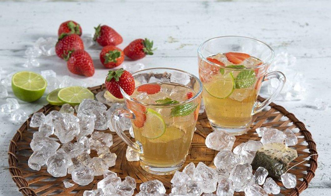 Ο Άκης Πετρετζίκης μας δροσίζει - Λαχταριστά Iced tea cocktail με φράουλες - Κυρίως Φωτογραφία - Gallery - Video