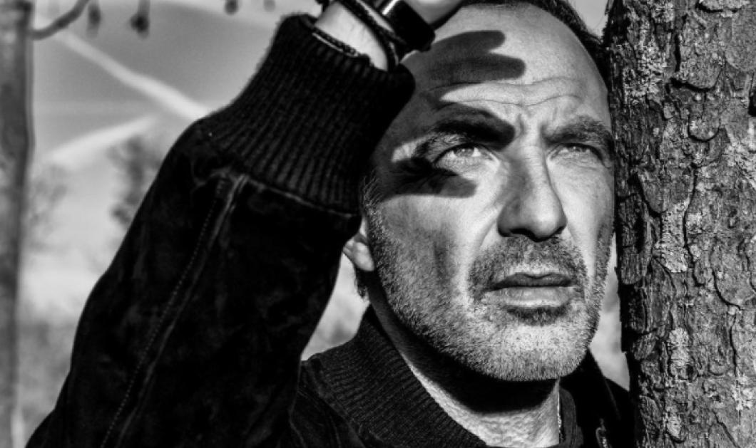 Ο διάσημος Έλληνας παρουσιαστής της Γαλλίας Νίκος Αλιάγας κλείνει τα 52 - Ο γοητευτικός, χαρισματικός Μεσολογγίτης σε ασπρόμαυρα καρέ - Κυρίως Φωτογραφία - Gallery - Video